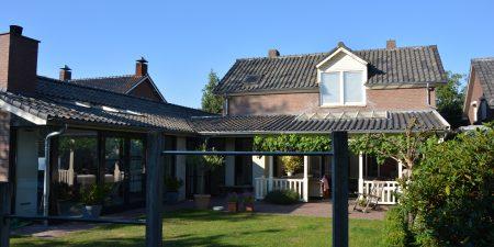 Carport/overkapping voorzijde woning en verbouwing garage tot een geheel met woning te Someren